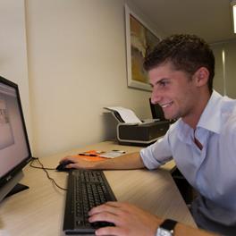 Octobre 2007 : Embauche des premiers salariés