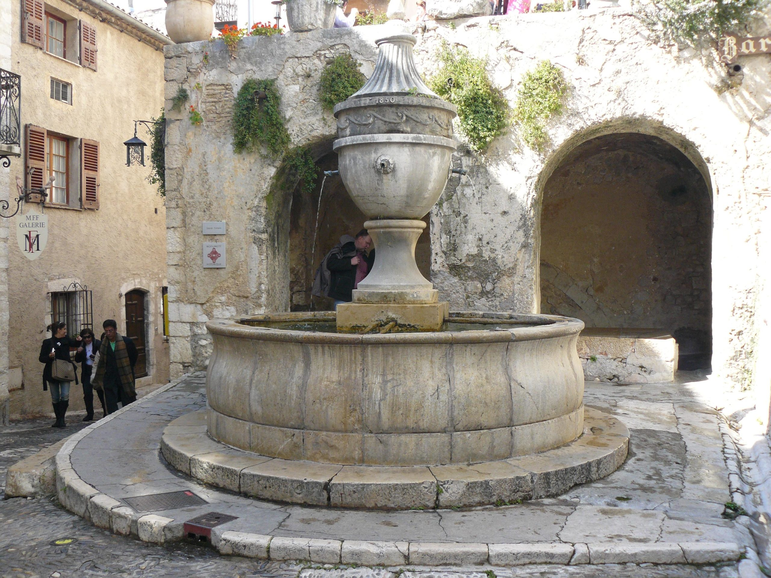 fontaine vence